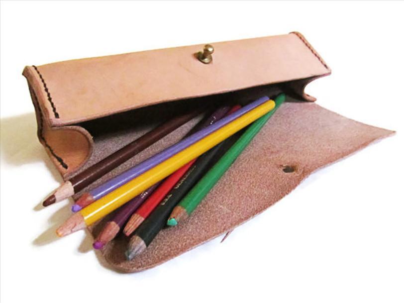 Taches d encre de stylos feutres et marqueurs sur du - Tache d encre sur tissu ...